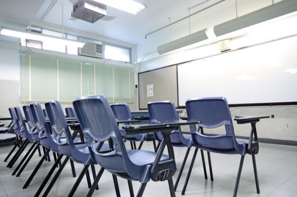 Iluminación adecuada para salones de clases.