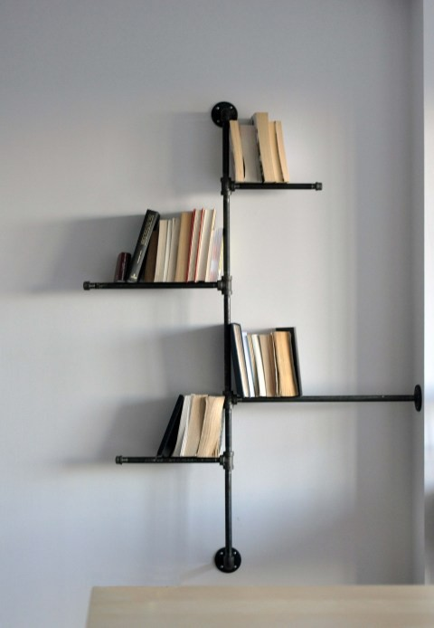 DIY Pipe Bookshelf 480 x 694