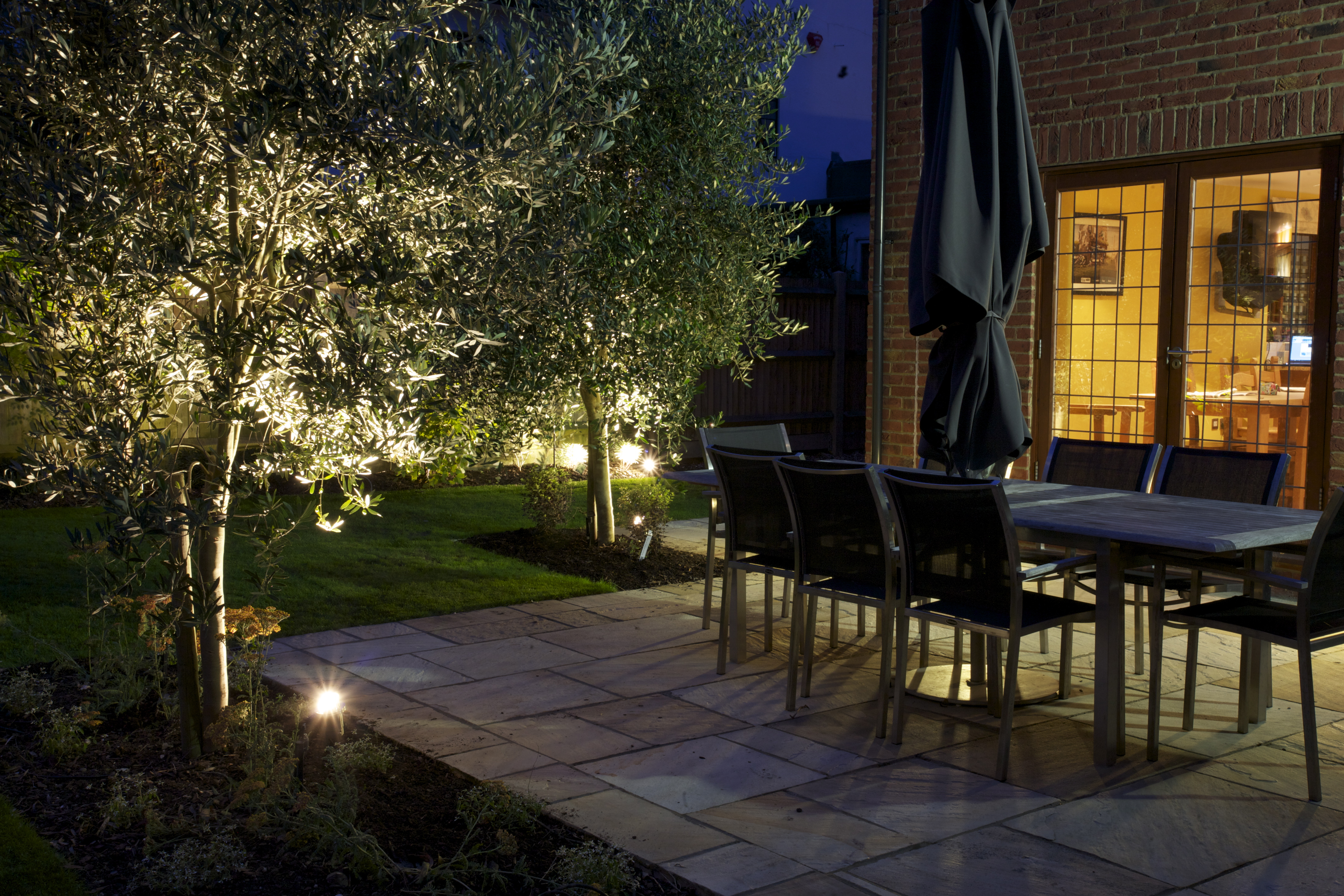 Iluminacion para jardin great antorchas para jardin la for Antorchas jardin