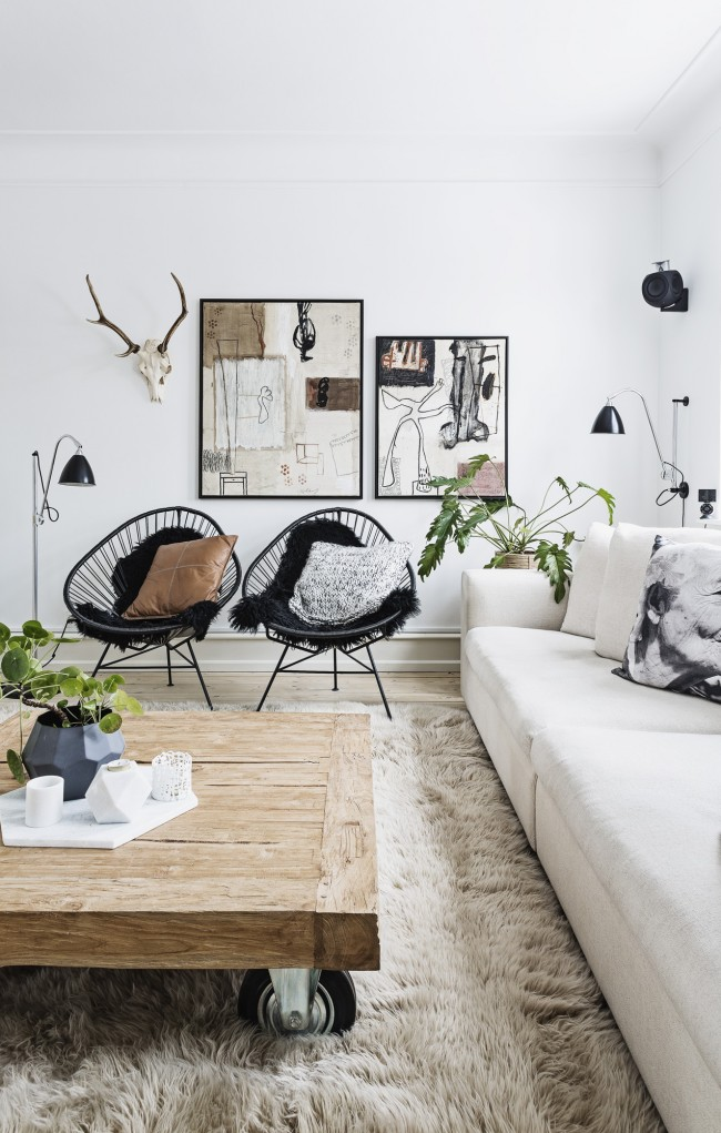 casa_haus_bloomingville_sillas_acapulco_chairs_in_living_room